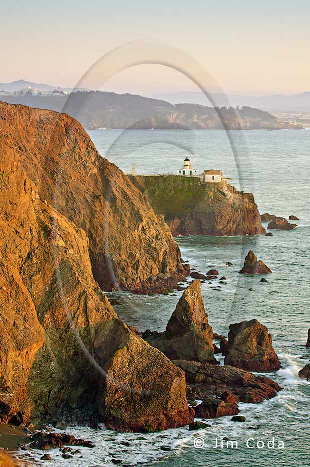 Photo of the Point Bonita Lighthouse looking south.
